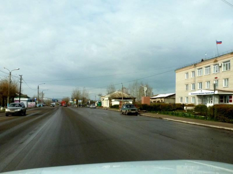 20170930. На транзитной улице городка Ужур, типичного скучного районного центра.
