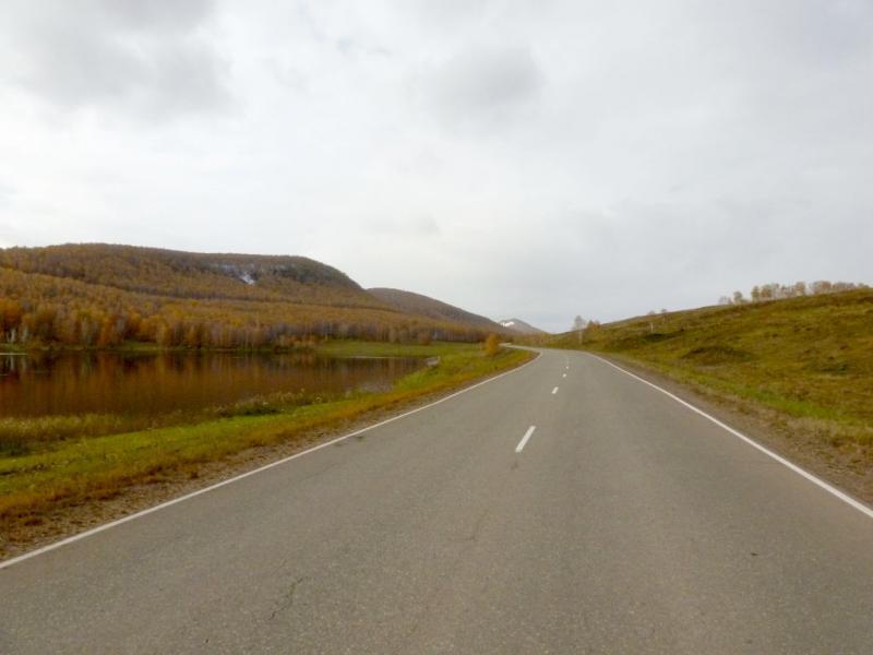 20170930. На дороге у горы Большой Салбат.