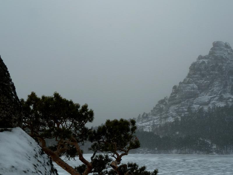 20111119. Боровое. Прогулка в снегопад. Вид с мыска у залива Жумбактас на озеро Боровое.