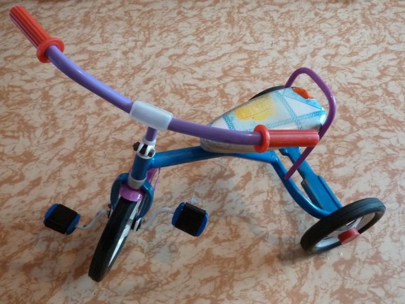 Классика промышленности СНГ - велосипед Балдырган: вид слева спереди.