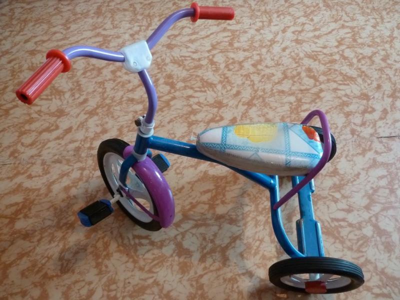 Классика промышленности СНГ - велосипед Балдырган: вид слева сзади.