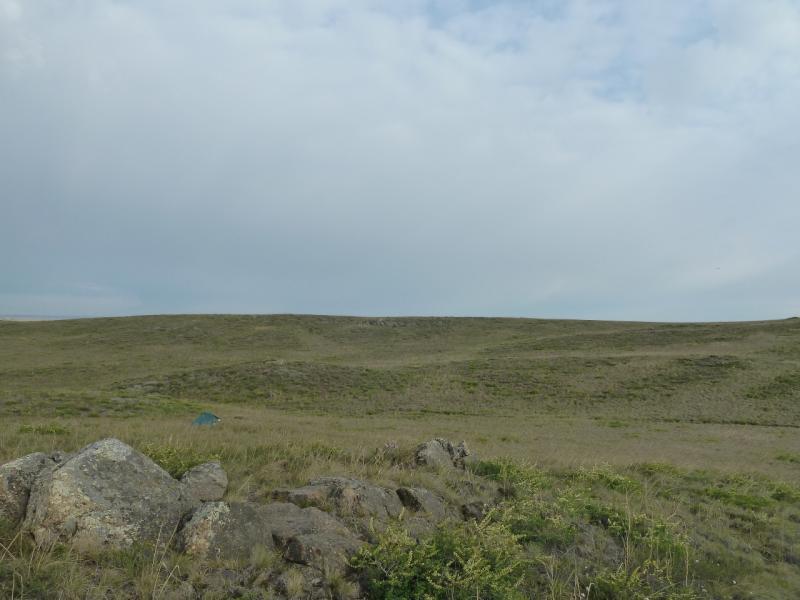 20120506. Канал Иртыш-Караганда: моя палатка в седовине у горы Шакшан.