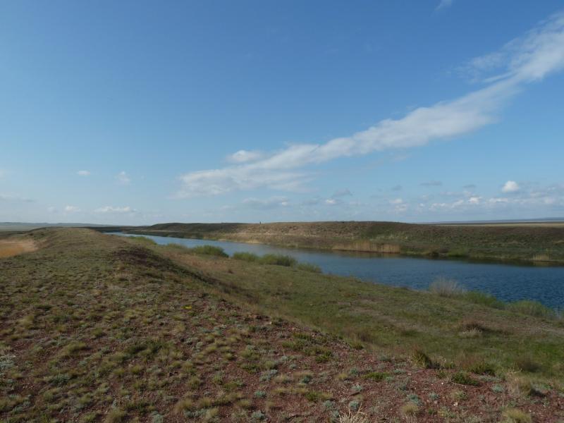 20120506. Канал Иртыш-Караганда: канал между водохранилищами гидроулов #3 и #4.