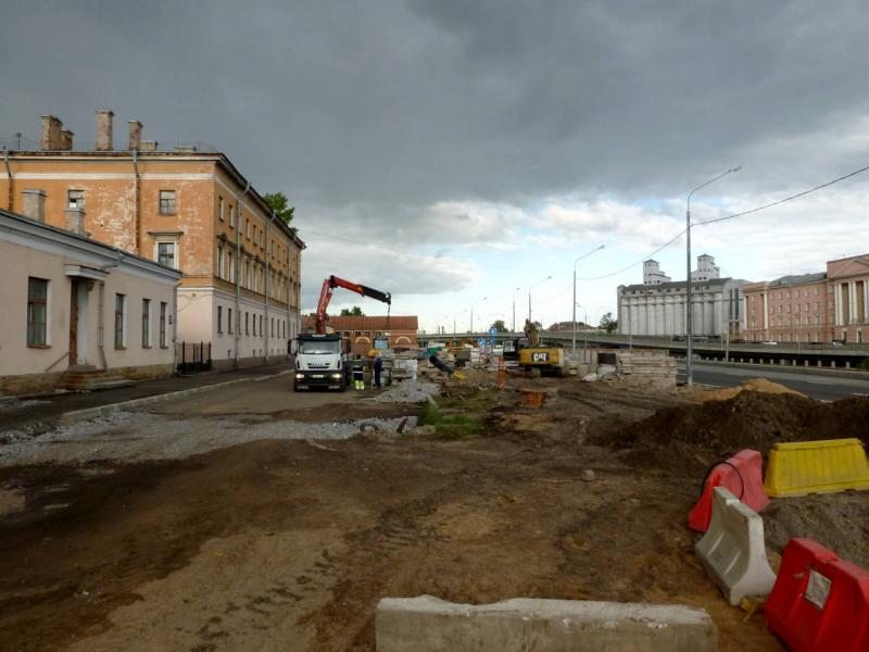 20180606. Питер реконструируемый. У набережной Обводного канала, неподалеку от Казачьего моста.
