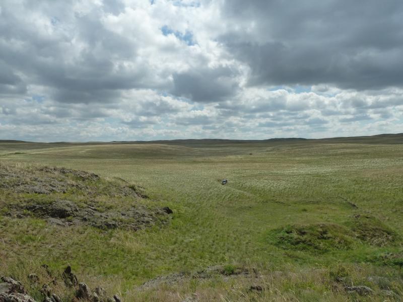 20120506. Канал Иртыш-Караганда: на подходе к ущелью в долине у водохранилища.