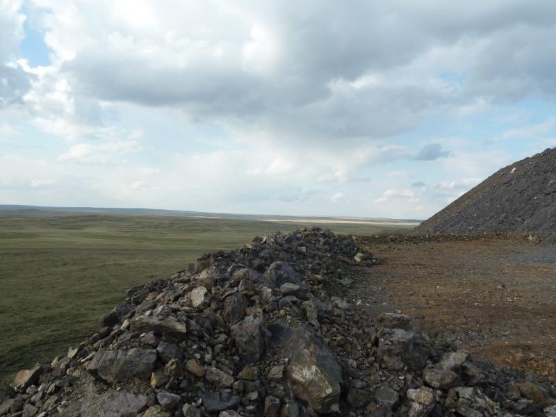 20120506. Канал Иртыш-Караганда: плато многоуровнего отвала.