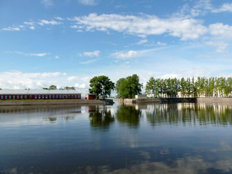 20180609. Кронштадт. Итальянский пруд, часть старого перевалочного морского порта Санкт-Петербурга.