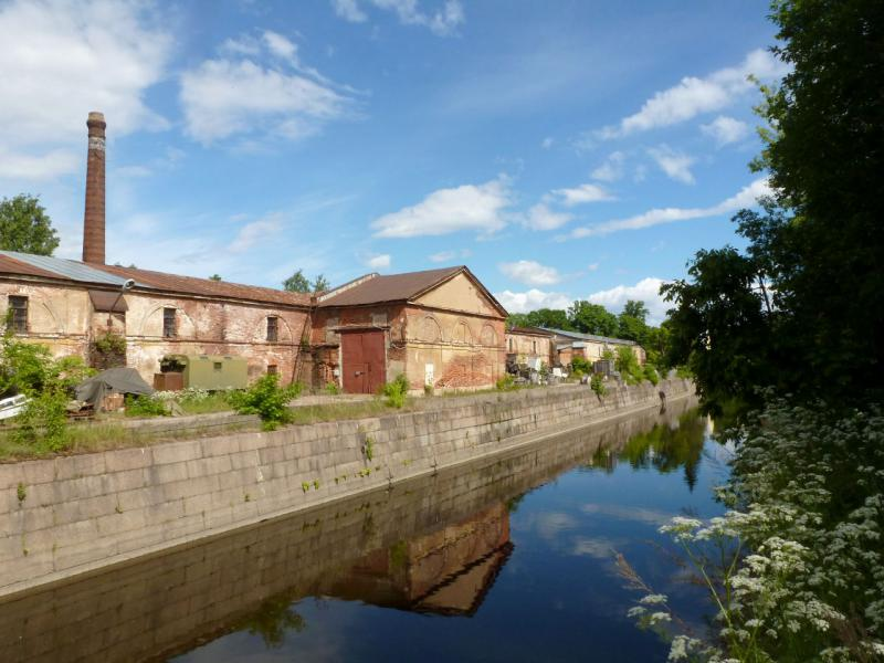20180609. Кронштадт. На Обводном канале, опоясывающем старую часть городка.
