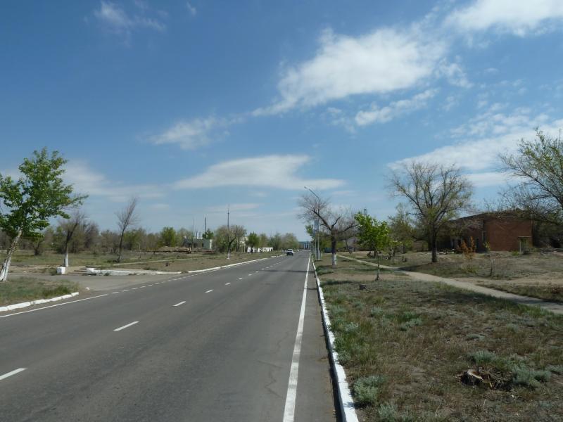 20120511. Курчатов: одна из главных улиц города.