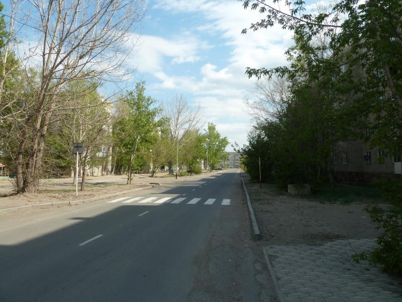 """20120511. Курчатов: улица """"спального района""""."""