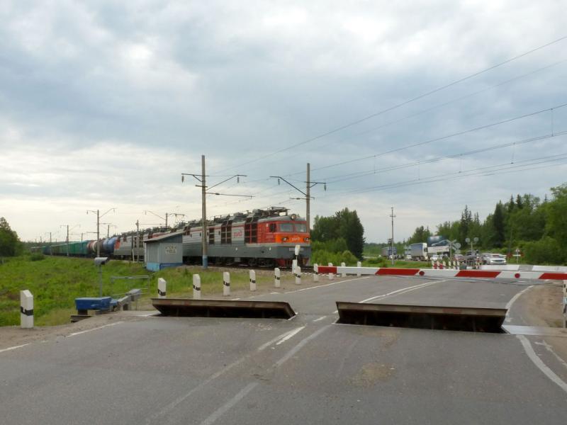 20180621. Типичный железнодорожный переезд через трассу M-53 (AH6).