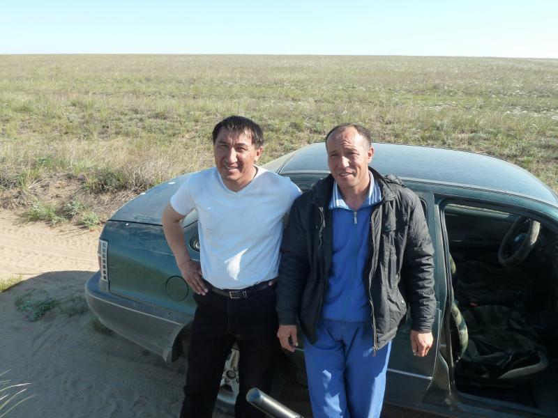 20120514. На Майкарагай: жители села Бегень, у озера Шошкалы.