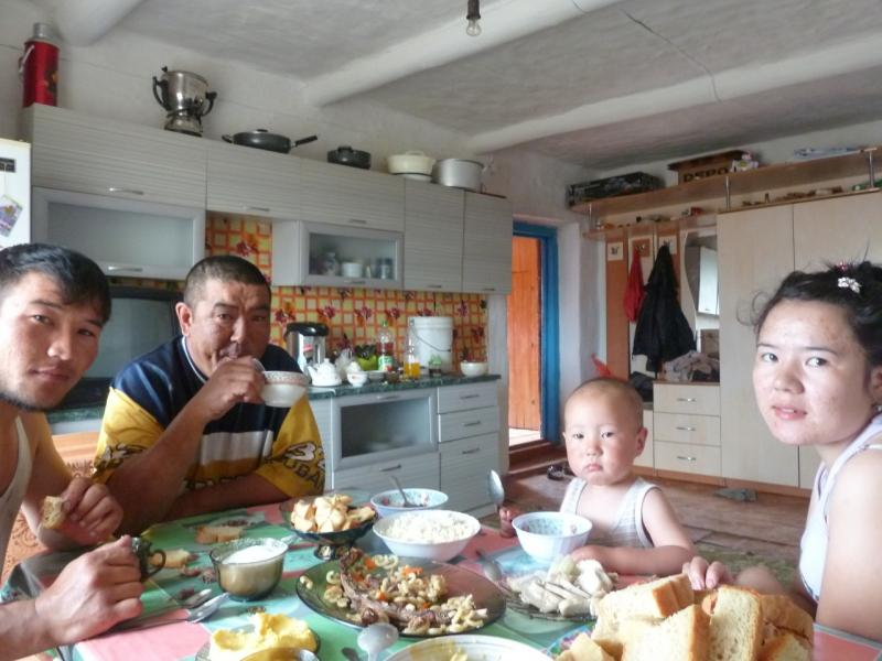 20120514. На Майкарагай: за обеденным столом в селе Жабагыль.