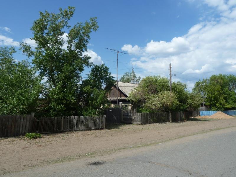 20120515. Шалдайскими борами: дом на главной улице в селе Шалдай.