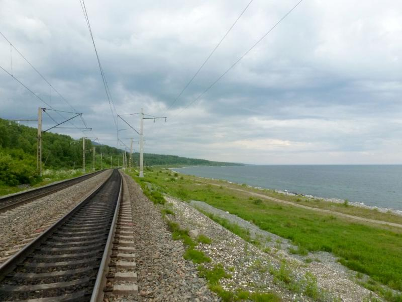 20180624. Железнодорожное полотно Транссибирской магистрали, на участке вдоль юго-восточного побережья озера Байкал.