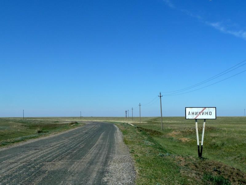 20120517. Степями и полями: покидаем село Аникино.