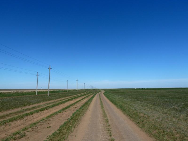 20120517. Степями и полями: полевая дорога Сосновка-Павловка.