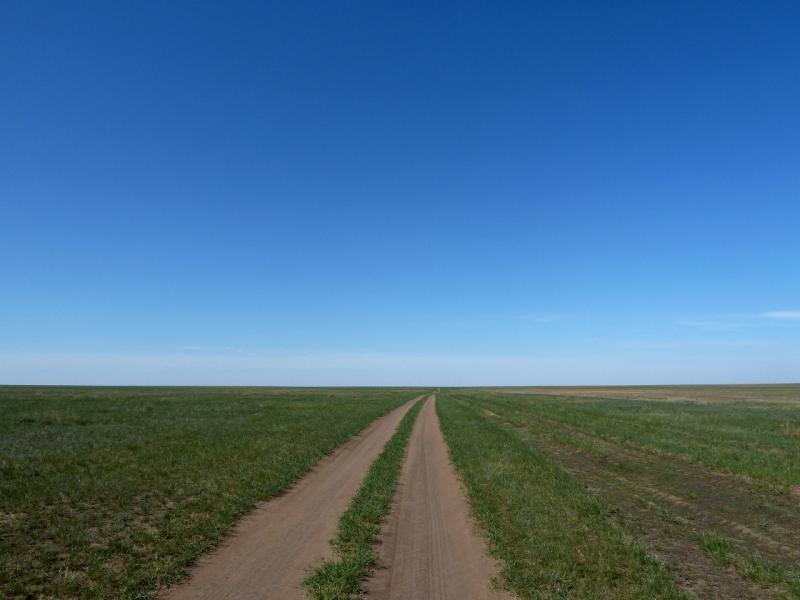 20120517. Степями и полями: степная дорога от Павловки на Ковалёвку.