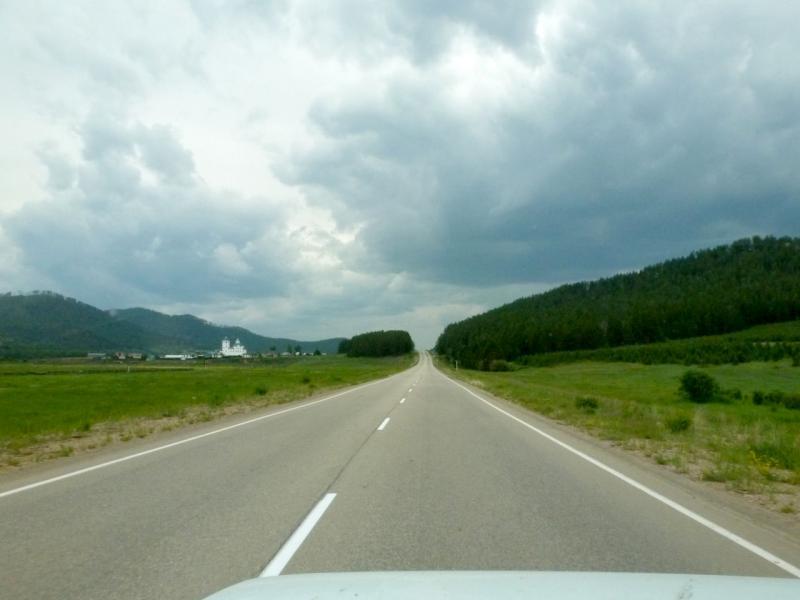 20180624. На шоссе P-438 (81K-001), под селом Батурино (виднеется Сретенский женский монастырь).