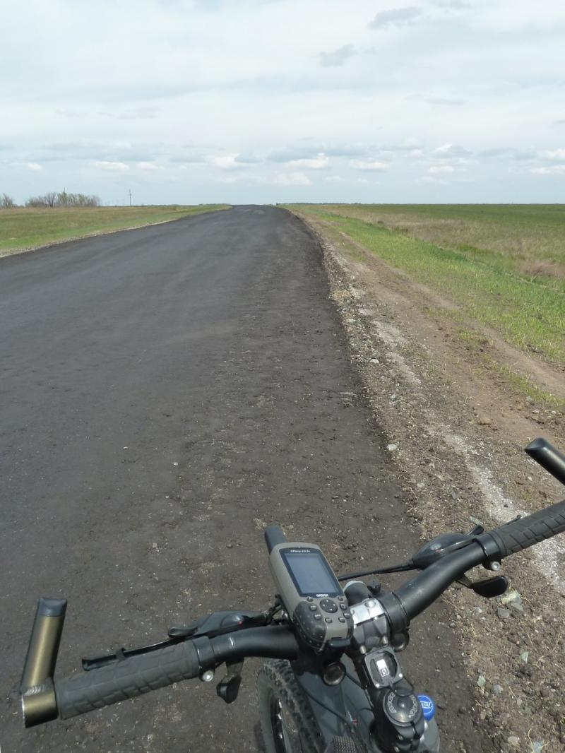 20120518. Успенскими окраинами: на дороге Лозовое-Карасук.