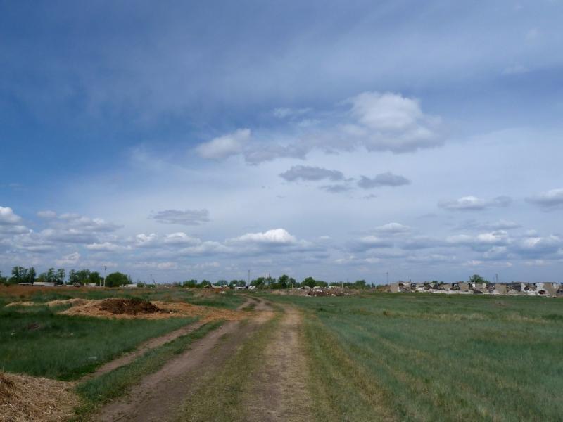 20120518. Успенскими окраинами: окраинами села Богатырь.