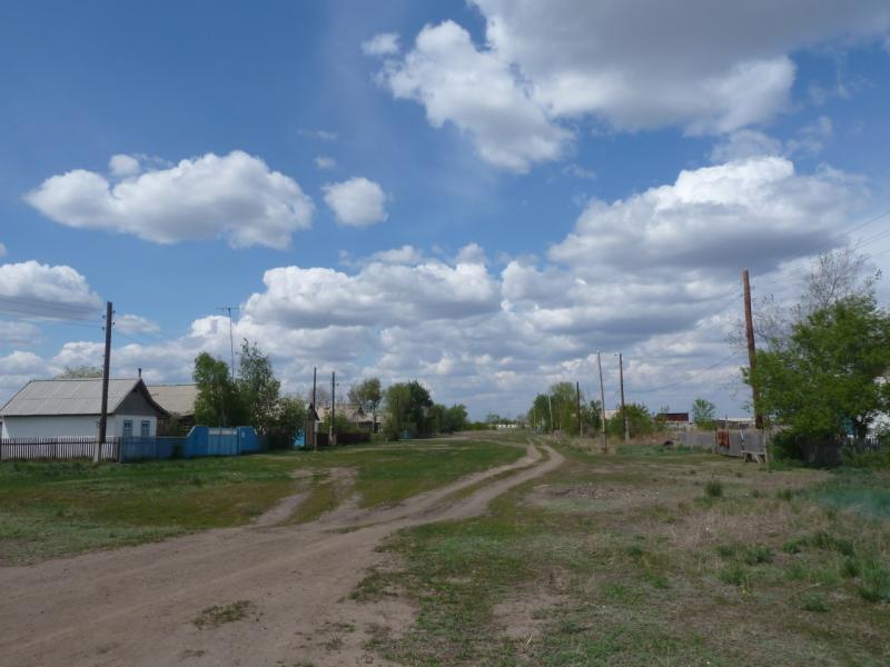 20120518. Успенскими окраинами: ещё живая улица села Богатырь.