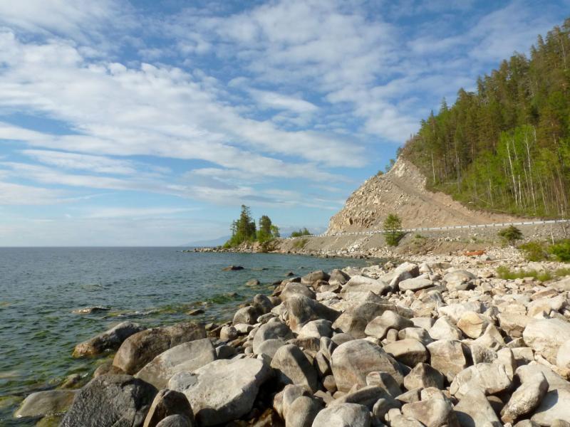 20180624. В бухте Каткова, с видом на одноимённый мыс, на восточном берегу озера Байкал.