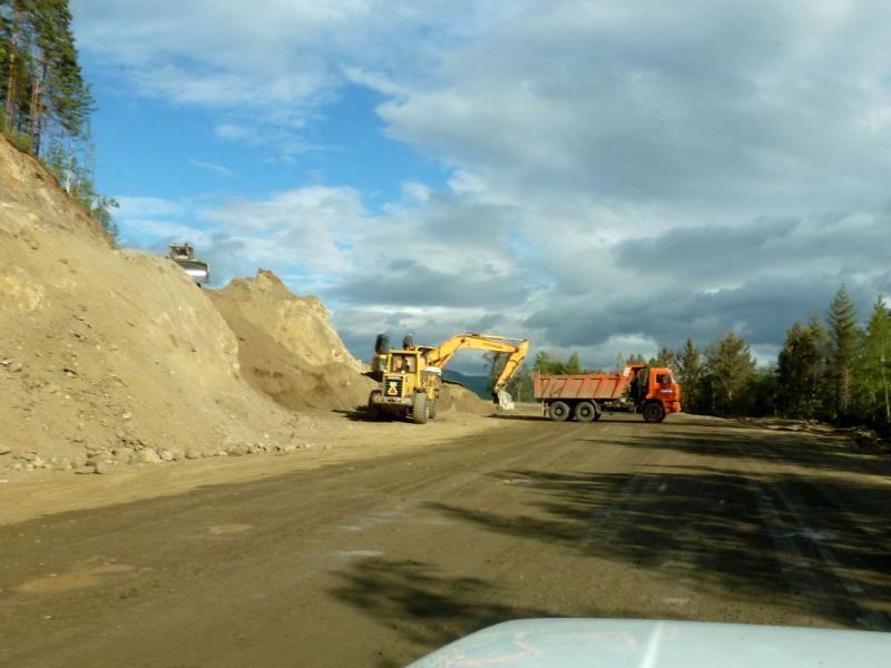 20180624. Масштабная реконструкция шоссе P-438 (81K-001), где-то в районе села Усть-Баргузин.