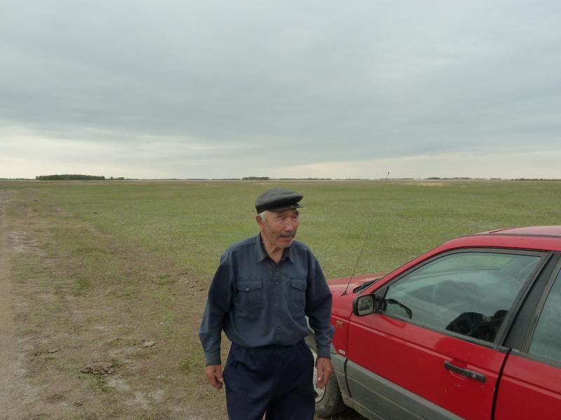 20120520. Границей на северо-запад: местный житель села Тегистик.