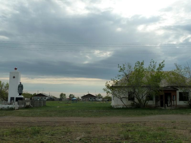 20120520. Границей на северо-запад: в селе Красновка.