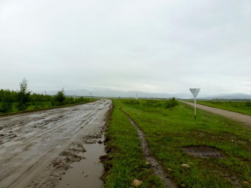 20180825. Дорога через болотистую низину, в месте слияния рек Баргузин, Улюн, Джирга, Хахархай и Куллук.