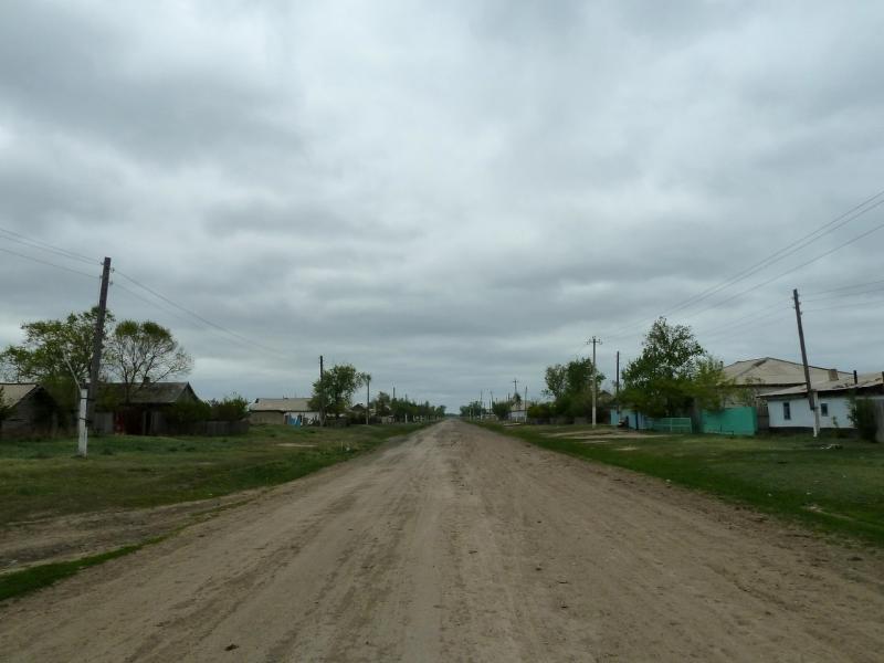 20120521. Пограничными местами: одна из двух улиц села Петропавловка.