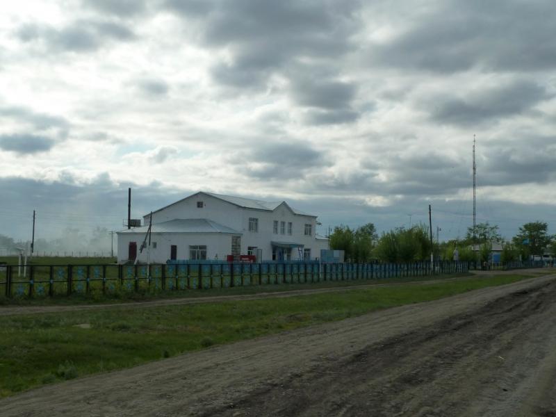 20120521. Пограничными местами: улицы села Новокузьминка.