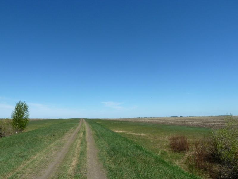 20120522. Сухопутным полуостровом: дорога на Новую Деревню.