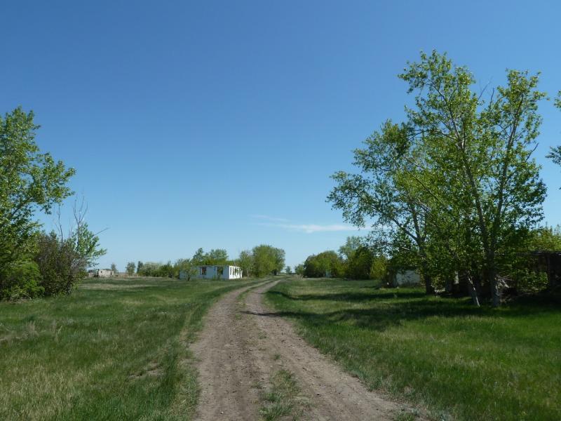 20120522. Сухопутным полуостровом: заброшенное село Новая Деревня.