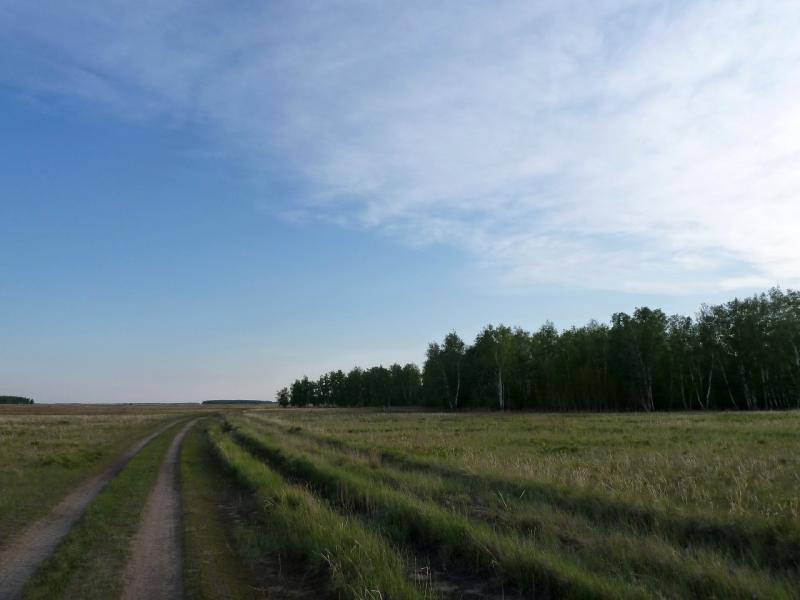 20120522. Сухопутным полуостровом: дорога близ солёного озера Куртсор.
