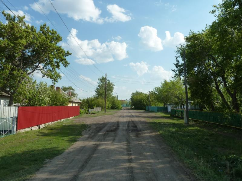 20120523. Вдоль РЖД: в посёлке Валиханово.