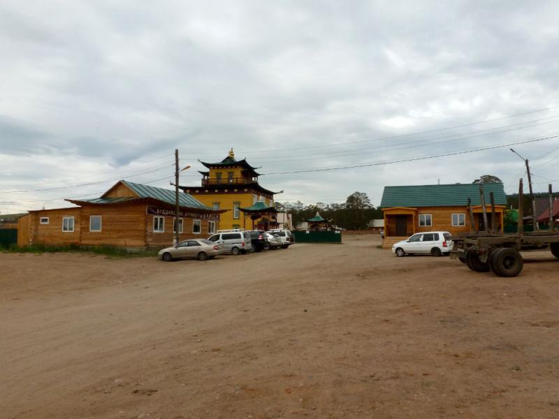 "20180626. На автомобильной стоянке перед дацаном ""Хамбын-Хуре"" в Улан-Удэ."