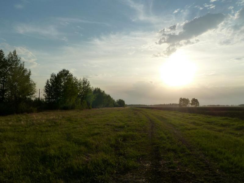 20120523. Вдоль РЖД: скоро закат, пока искать место для стоянки.