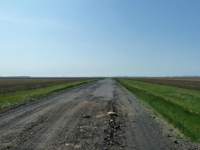 20120524. На запад, к Иртышу: дорога между сёлами Раздельное и Степное.