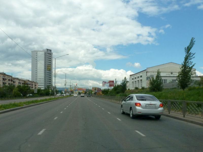 20180626. На улице Борсоева, перед поворотом к мосту через реку Селенга.