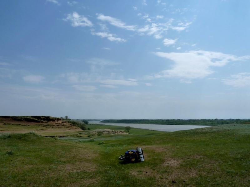 20120524. На юг, вдоль Иртыша: на берегу реки у села Прииртышское.