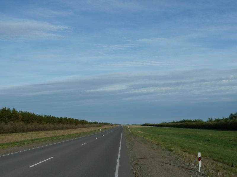 20120524. На юг, вдоль Иртыша: трасса Омск-Павлодар, неподалеку от села Башмачное.