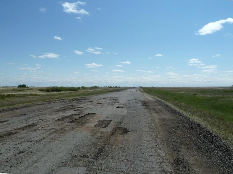 20120525. Домой, в Павлодар: типичное состояние дорог в Актогайском районе.