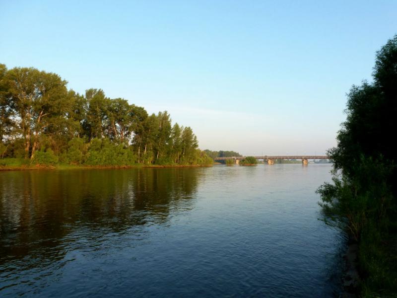 20180628. Утром на реке Кан, в одноимённом городке.