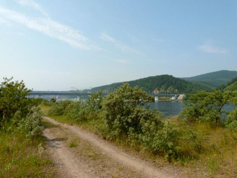 20180628. Дорожка между старой пристань и стихийным автодромом неподалёку от плотины Красноярской ГЭС.