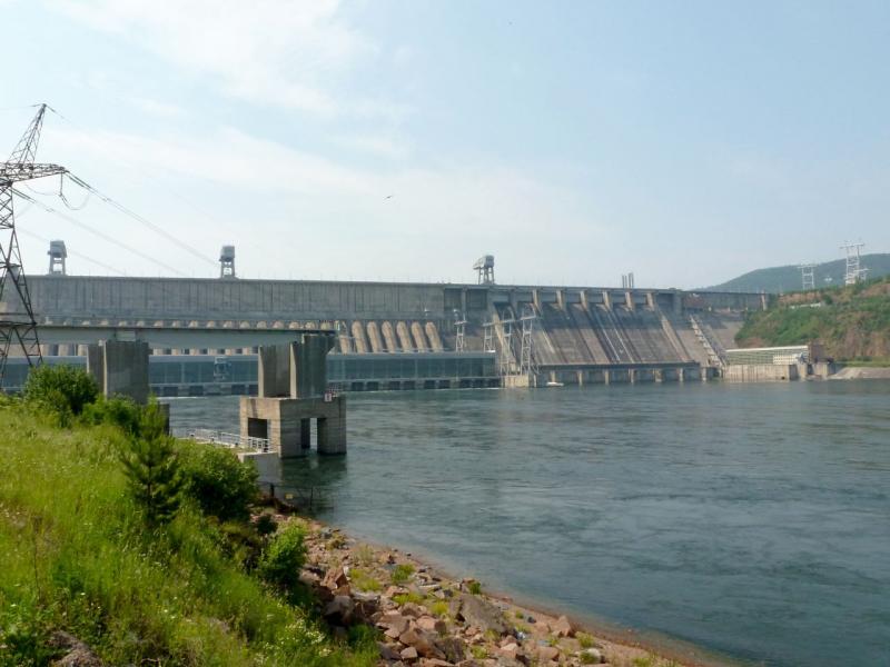 20180628. Вид на плотину Красноярской ГЭС с правого берега реки Енисей.