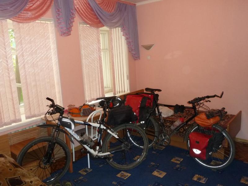 20120614. Stefan Herb. Кулунда. Наши велосипеды в номере гостиницы.