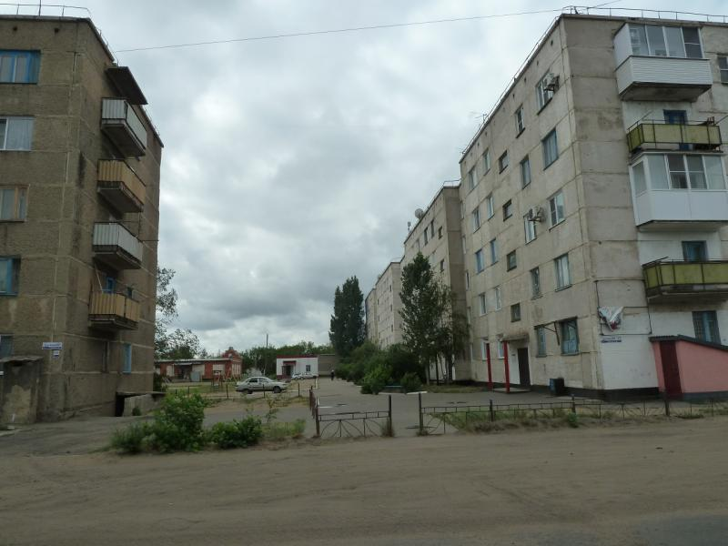 20120615. Кулунда. Несколько панельных домов.