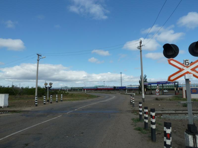 20120615. Кулунда. Железнодорожный переезд на границе посёлка.